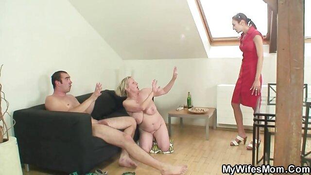 女の子はバスルームで自慰行為を始めた。 女性 えろ